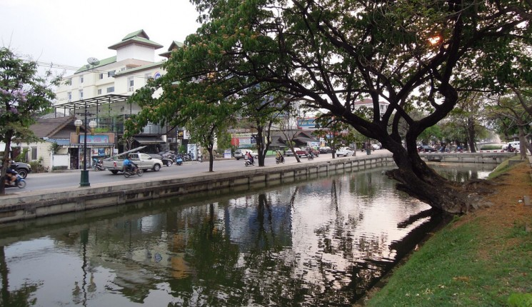 Chiang Rai : Part of the moat surrounding the historical city centre of Chiang Mai
