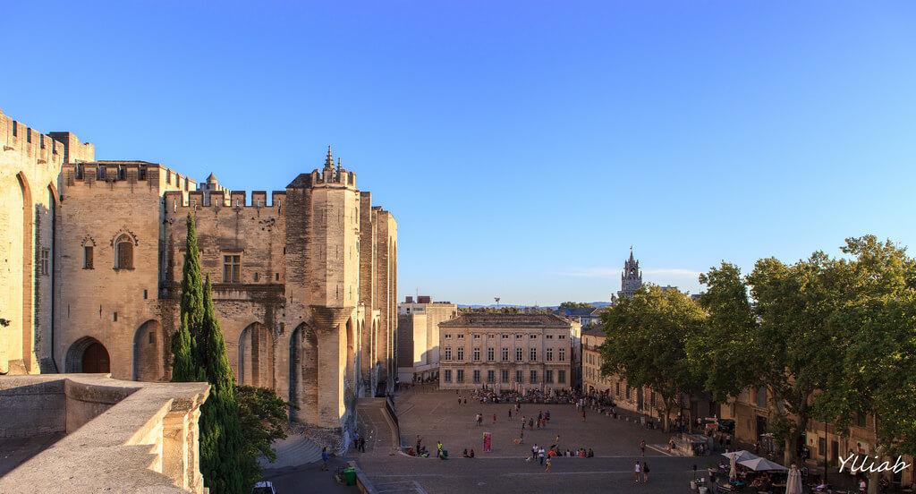 När ska man åka till Avignon? Klimat och Väder. 3 månader